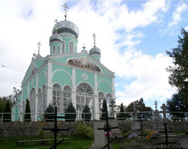 Мукачево. Здание главного храма монастыря и монастырское кладбище