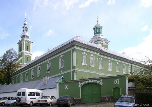 Мукачево. Монастырь. Главные ворота