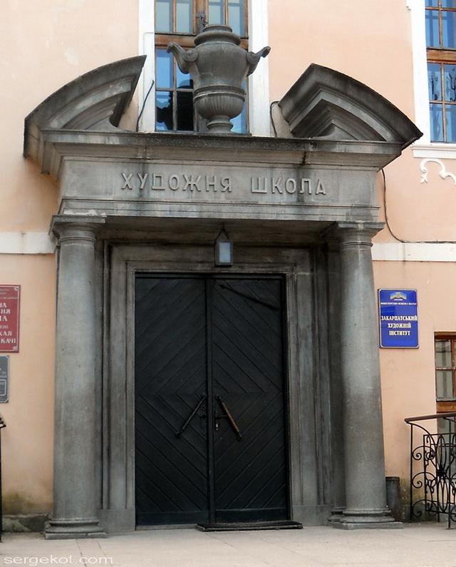Мукачево.  Главный вход. во дворец Ракоци.