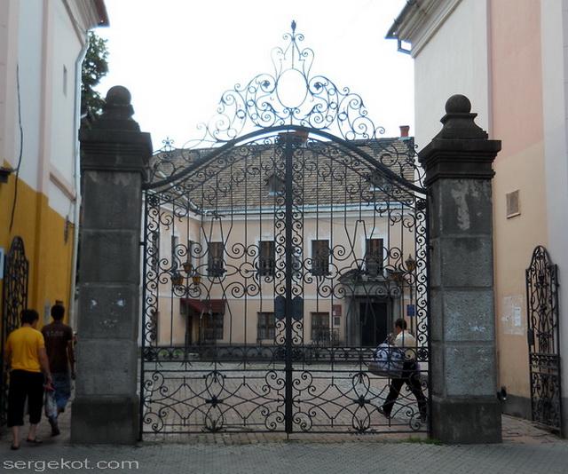 Мукачево. Ворота во дворец Ракоци.