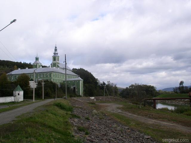 Мукачево. Женский монастырь на берегу реки Латорицы.