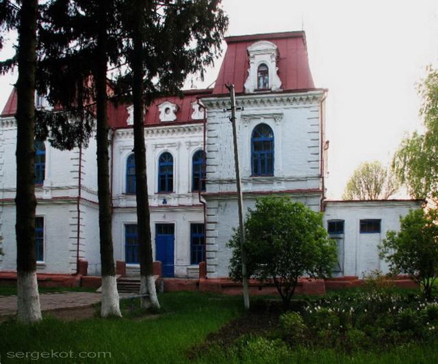 Спичинцы. Правый ризалит главного фасада дворца