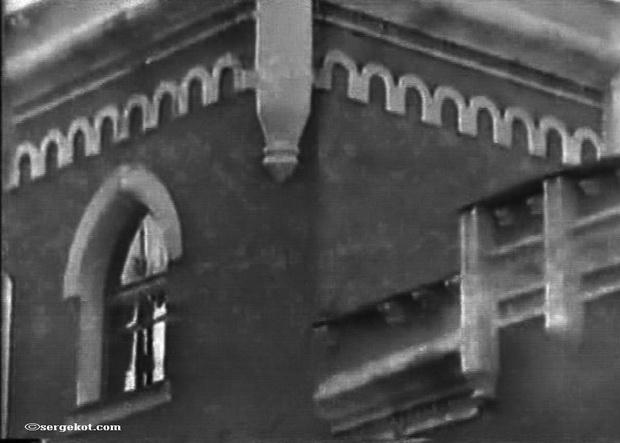 Дача Е. Щехтер, Башня, детали.- 1990-е.