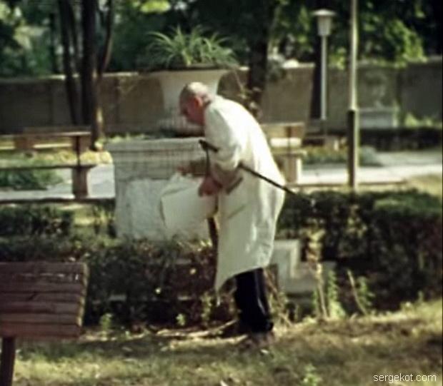 Дача Шульца, 1988. Вазы на постаментах.