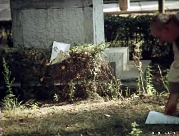 Дача Шульца, 1988. Постамент.