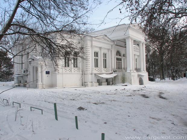 Одесса. Дача Ашкенази. главный фасад. Зима 2010.