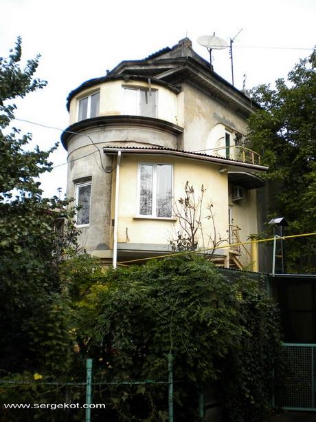 Французский бульвар 19.