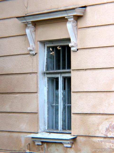 Французский бульвар, 79, дача Бродского, Окно