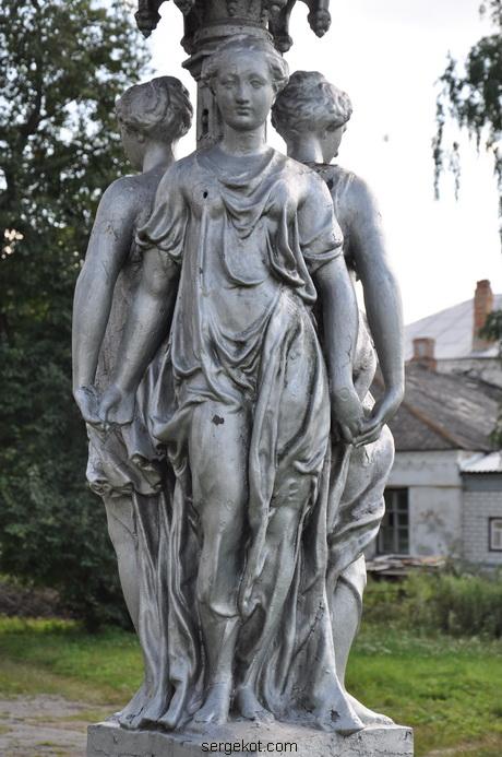 Червоно. Фонтан с тремя богинями. 2011....