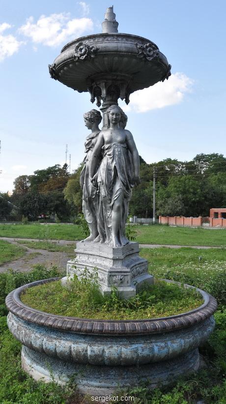 Червоно. Фонтан с тремя богинями. 2011..