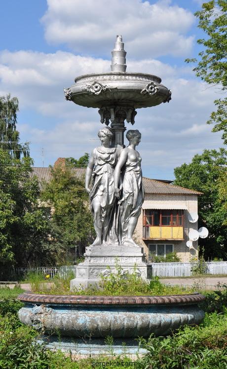 Червоно. Фонтан с тремя богинями. 2011.