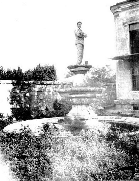Французский бульвар 37,  1930-е года. Чаша фонтана во внутреннем дворе.