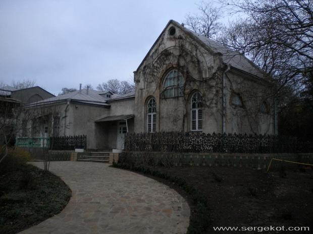 Французский бульвар, 52. Бывшая церковь.
