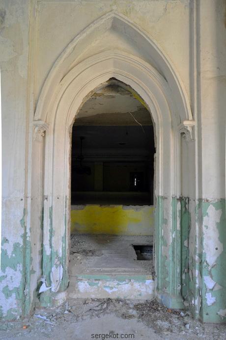 Червоно. Дворец Федора Терещенко. Интерьер. Дверь в театр.