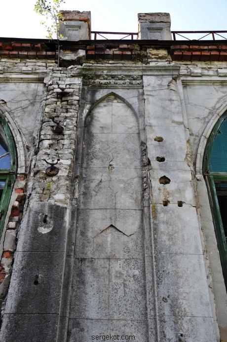 Червоно. Дворец Терещенко. Задний фасад. Пилястры..