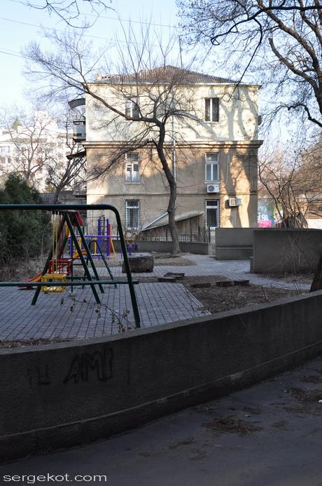 Французский бульвар 11б Двор.