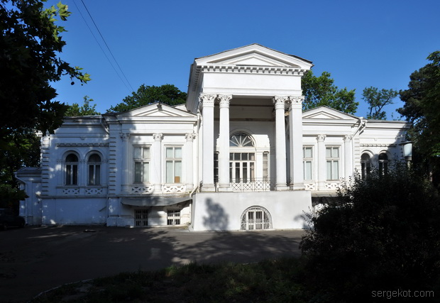 Главный фасад дачи Ашкинази.