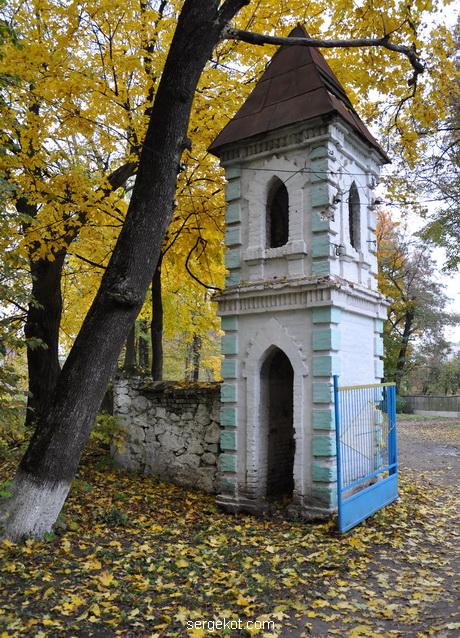 Сутиски. Башня ворот.