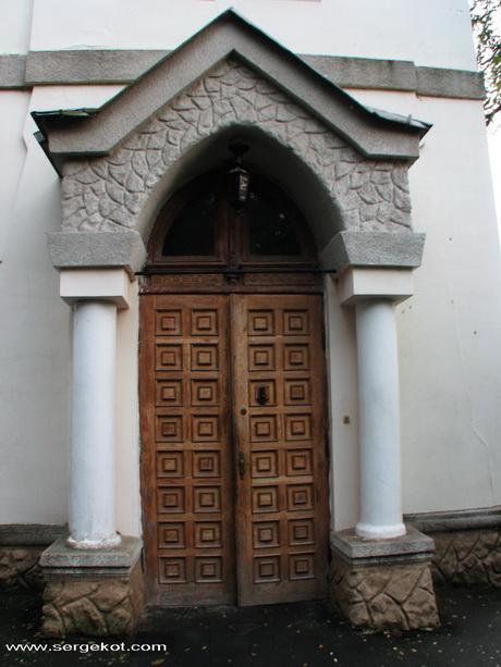 Дача Е. Щехтер, Главный вход.