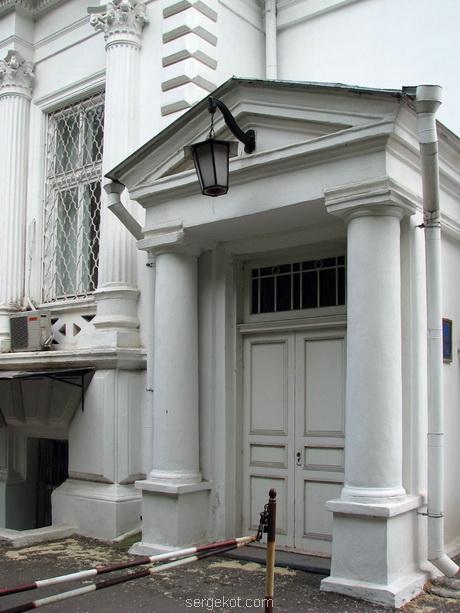 Дача Ашкенази. Главный вход.
