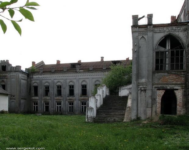 Червоно. Дворец Терещенко. Боковой фонтан.