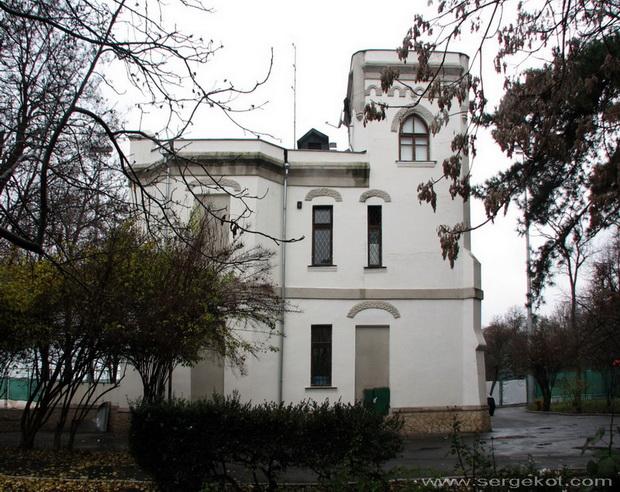 Дача Е. Щехтер, Боковой фасад.