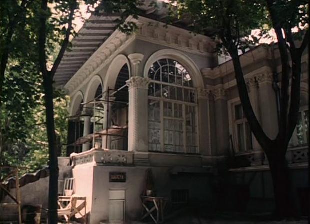 Дача Ашкенази. Кадр из фильма Принцесса на бобах.