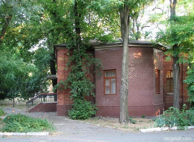 Французский бульвар 40. Дом рядом с дачей Параскева..