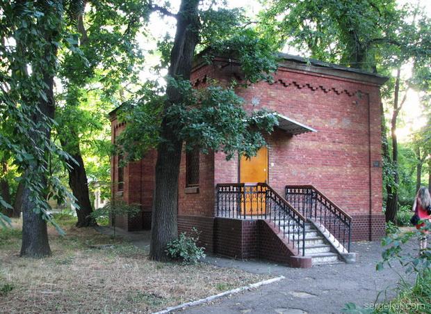 Французский бульвар 40. Дом рядом с дачей Параскева.