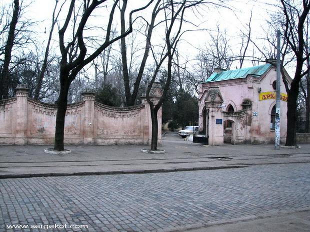 Французский бульвар, 40. Ворота.