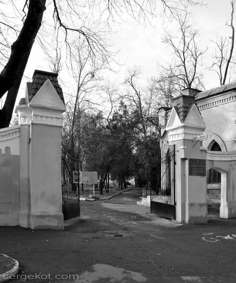 Одесса. Французский бульвар, 40. Ворота.