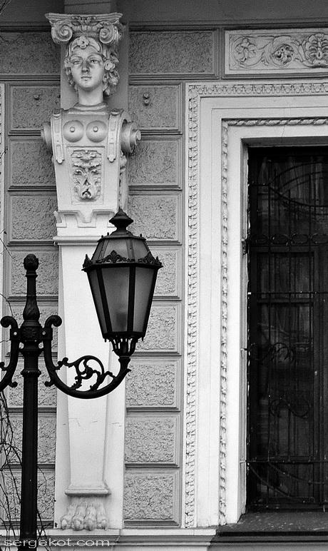 Екатерининская площадь, 6. Фасад первого этажа