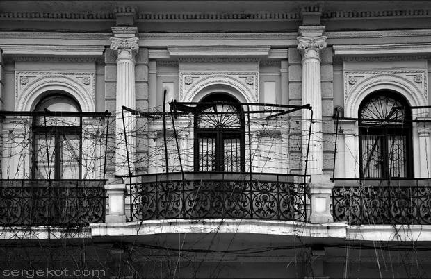 Екатерининская площадь, 6.Балкон третьего этажа.