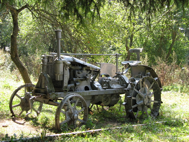 Тимановка. Трактор.