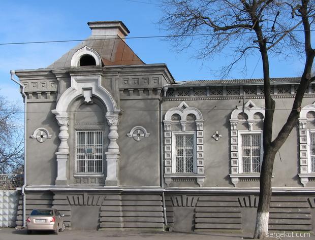 Мечникова, 53, Левый боковой ризолит и окна.