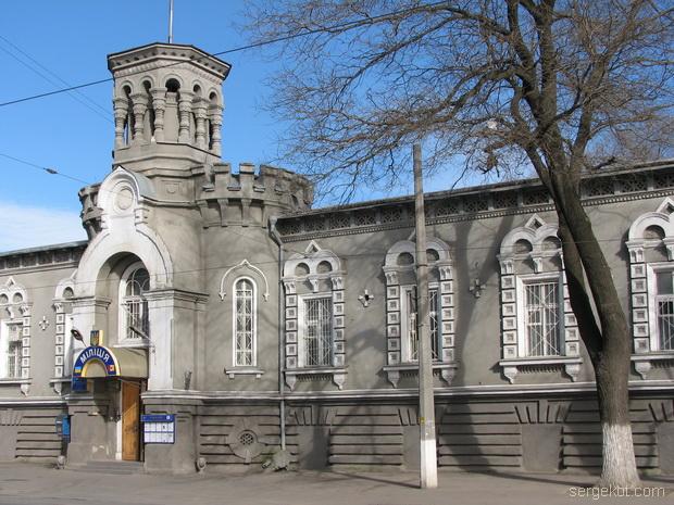Мечникова, 53, Центральный ризалит и башня..