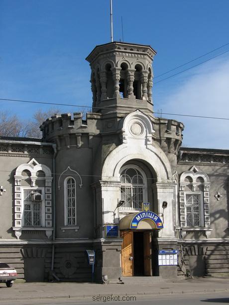 Мечникова, 53, Центральный ризалит.