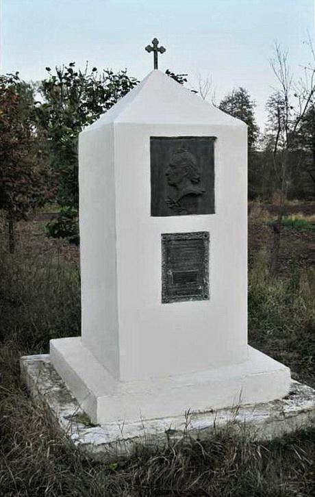 Памятник на месте дома Дегтяря