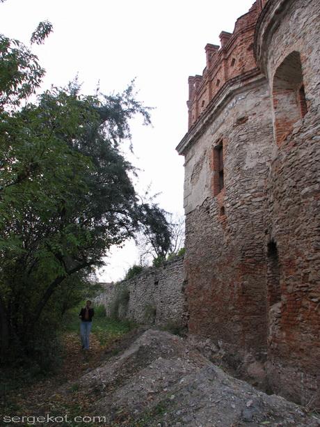 Староконстантинов. Замок. Стена.