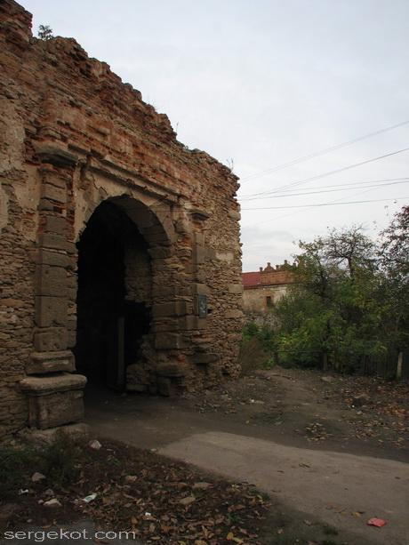 Староконстантинов. Замок. Ворота.