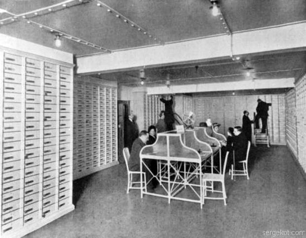Петербургское общество взаимного кредита. Помещение безопасных ящиков. Фото 1910-х годов