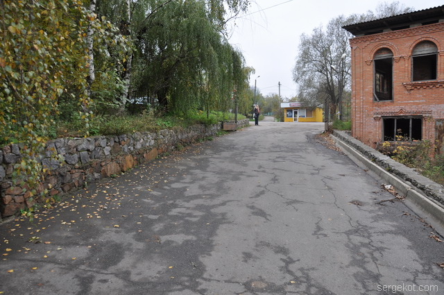 Немиров. Электростанция. Дорога во двор.