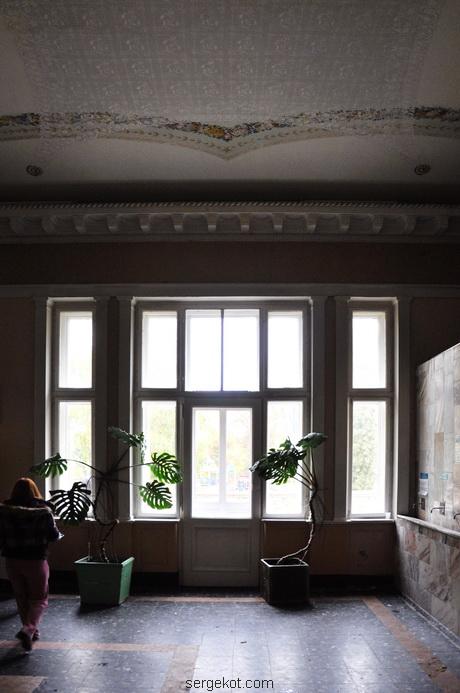 Немиров Интерьеры. Вестибюль. Окно-трильяж.