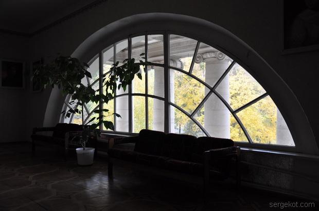 Немиров Интерьеры. Полукруглое окно.
