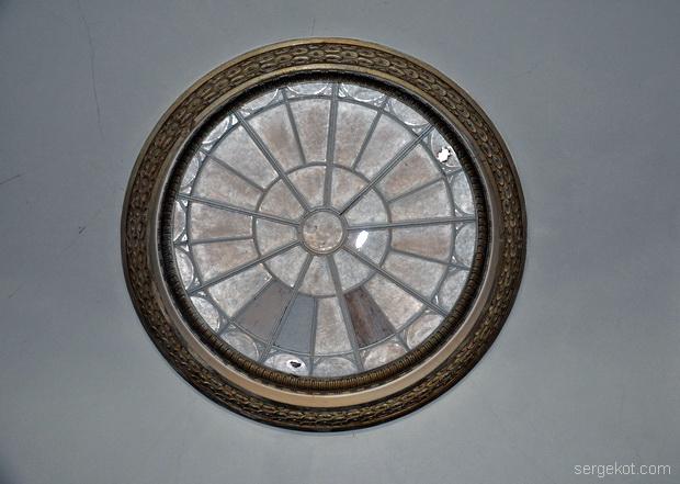 Немиров Интерьеры. Коридор. Круглое окно второго верхнего света..