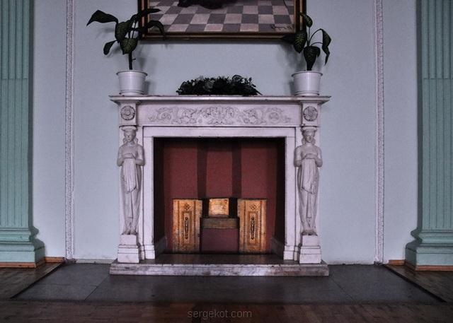 Немиров Интерьеры. Главный  зал.. Арочный коридор..Главный зал. Камин.