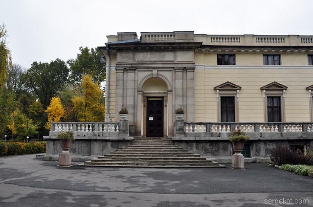 Немиров. Левое крыло паркового фасада