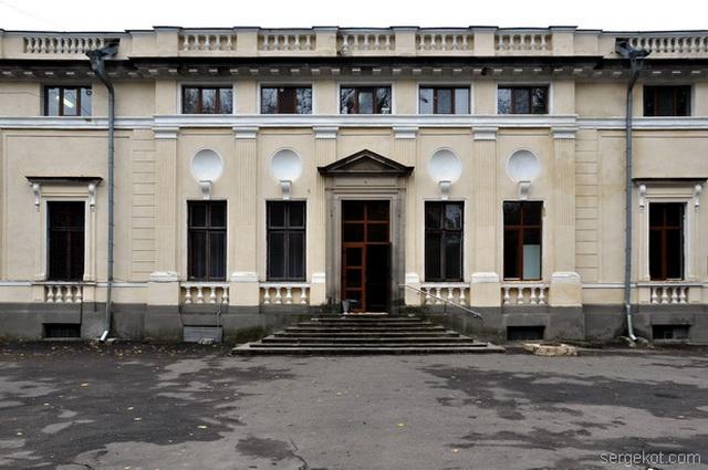 Немиров. Главный фасад  Ризалит с парадной.