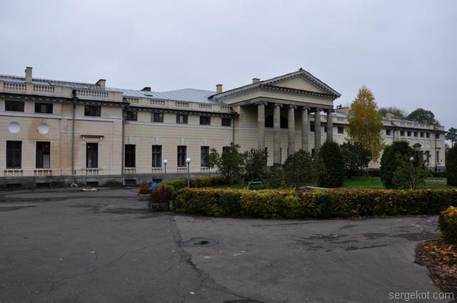 Немиров. Главный фасад