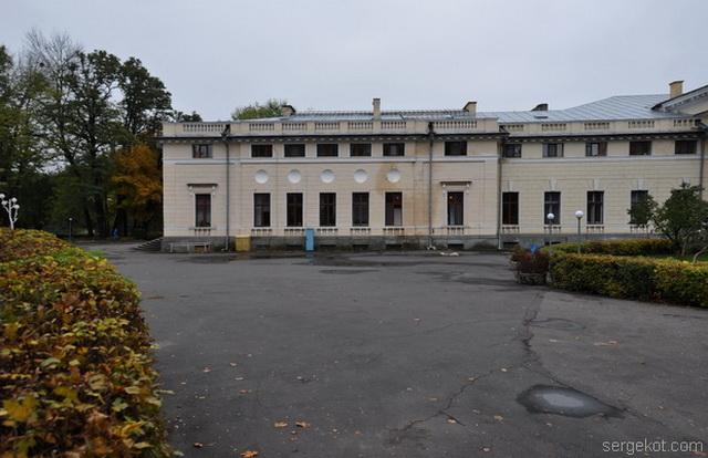 Немиров. Главный фасад  Левая сторона.